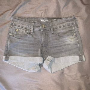 Low rise Levi shorts size 0